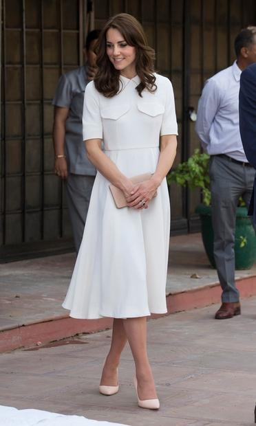Kate Middleton in princ William se te dni mudita v Indiji, kjer sta se med drugim poklonila žrtvam druge svetovne …
