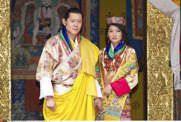 25-letna Jetsun Pema se je z butanskim kraljem poročila leta 2011. Tako kot Kate Middleton je tudi ona hči pilota. …