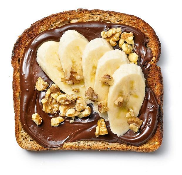 Izganjalec stresa: Čokoladni namaz, banana in orehi. Ta trio pomaga pri nastajanju hormona sreče seratonina in uravnava sladkor v krvi.