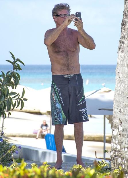 med preživljanjem dopusta na Barbadosu, in sicer ravno v trenutku, ko je ...