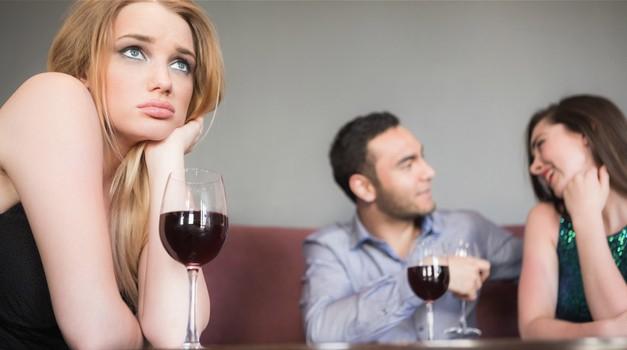 So okoli tebe sami zaljubljenci, ki te spravljajo v depresijo? (foto: Profimedia)