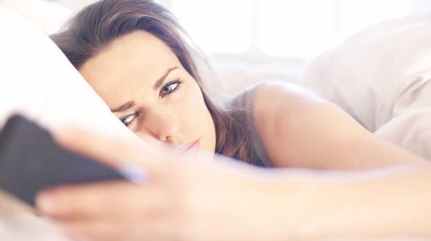 4 možni odgovori, zakaj ti (še vedno) ni odgovoril na SMS (foto: Profimedia)