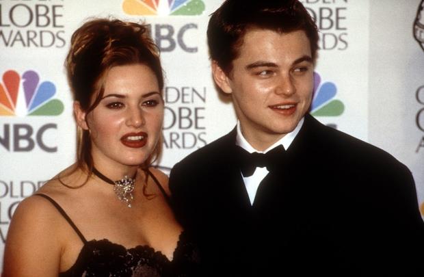 Kate Winslet in Leonardu DiCapriu. Ob času snemanja filma je bila Kate stara 21 let, Leo pa 22. Igrala sta …