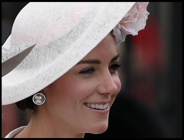 Kate Middleton je bila ob praznovanju 90-ega rojstnega dne kraljice Elizabete še kako ponosna mamica. Njena 13-letna hčerkica Charlotte se …