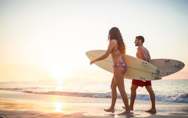 1. Vpišita se na tečaj surfanja.