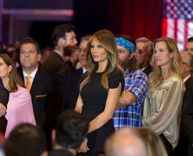 1. Melania Trump Melanio Trump, Slovenko, rojeno v Sevnici, nedvomno pozna vsak Američan. Žena bogataša Donalda Trumpa, ki se trenutno …