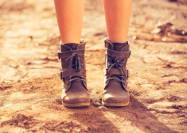 1. Jesen je čas, ko lahko na plano privlečeš svoje najljubše škornje. In moraš priznati, da je jesenska moda enostavno …