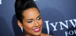 Alicia Keys je šla na rdečo preprogo popolnoma brez ličil - oglej si njen videz!