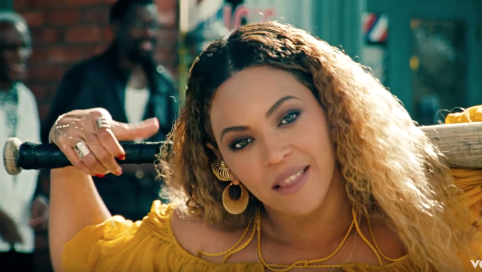 VIDEO: Beyoncé navdušuje z novim spotom za pesem Hold Up (foto: YouTube printscreen)