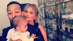 FOTO: Intimne družinske fotografije Chrissy in Johna s hčerko Luno