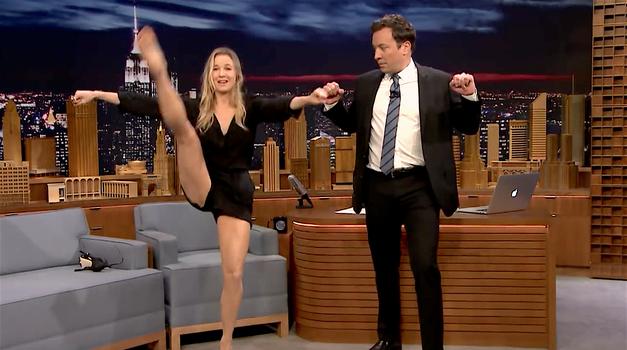 VIDEO: Vau! Poglej, kako gibčna je 'Bridget Jones' (foto: YouTube printscreen)