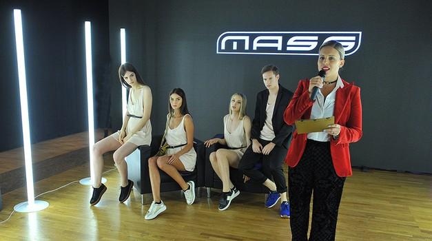 Manja Plešnar je ob spremstvu modelov predstavila glavne trende sezone. (foto: gradivo organizatorja/Mass)