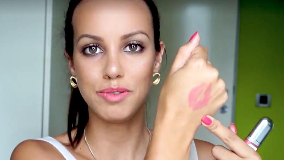 Kdo je vse bolj priljubljena lepotna blogerka Lepa Afna? Spoznaj Leo! (foto: Printscreen videa)