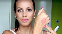 Kdo je vse bolj priljubljena lepotna blogerka Lepa Afna? Spoznaj Leo!