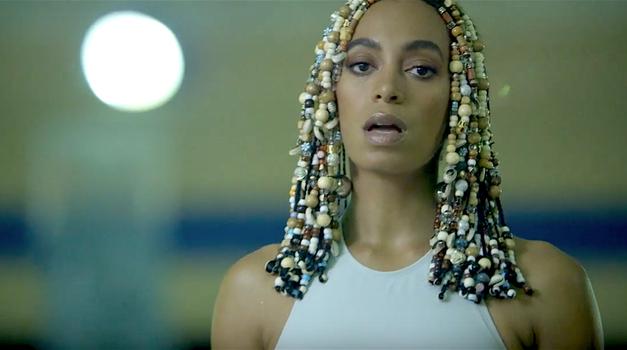 VIDEO: Ne samo Beyoncé, poglej kako huda je tudi njena sestra Solange! (foto: YouTube printscreen)