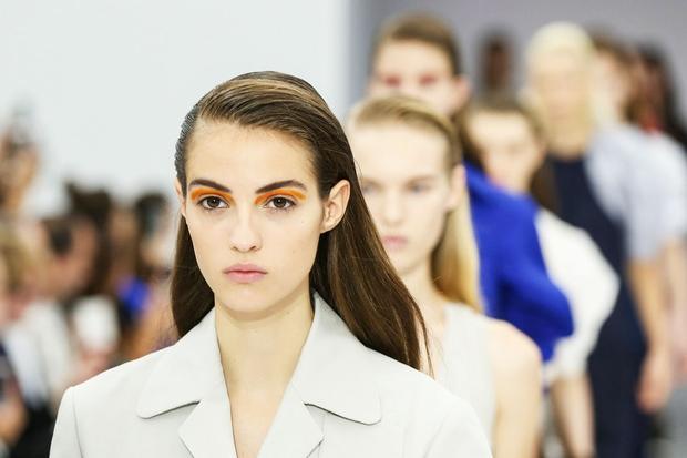 In kakšen je trenutno najbolj trendi make-up? Kristina pravi, da se contouring makeup umika, v ospredje pa prihaja nežna podlaga, …