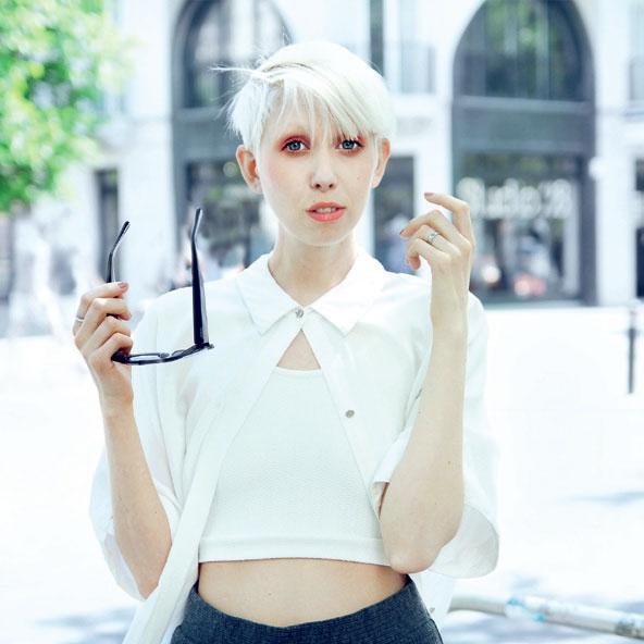 Moda, lepota, recepti, življenjski nasveti in še kaj se objavlja na platformi jennymustard.com, namenjeni maksimalnemu uživanju minimalistov ...