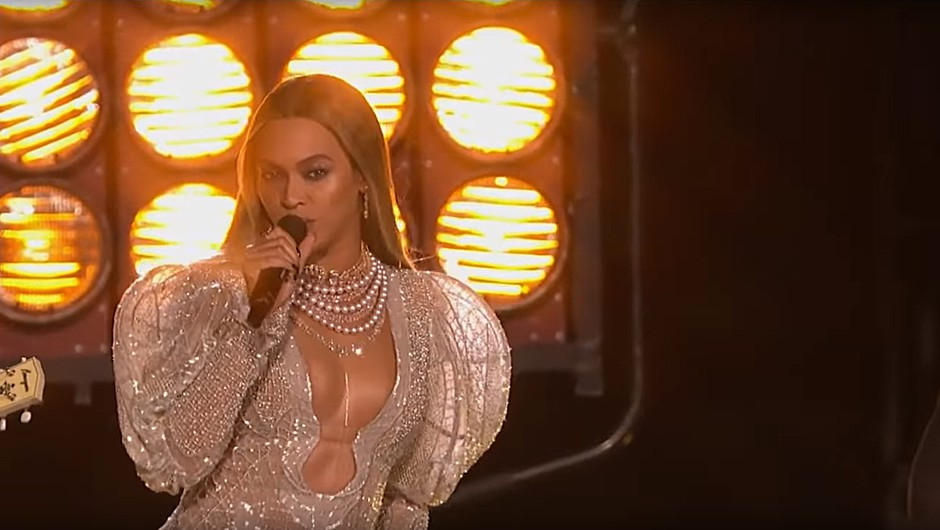 VIDEO: Oglej si ta spektakularen nastop Beyoncé in skupine Dixie Chicks na podelitvi CMA Awards (foto: PrtSc Youtube)