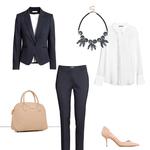 ELEGANTNO - Preverjen stajling, primeren za poslovni stil. A namesto kombiniranja s klasično črnino, se odloči za trenutno zelo modno modro barvo. In ne pozabi na nakit! (foto: Promocijsko gradivo)