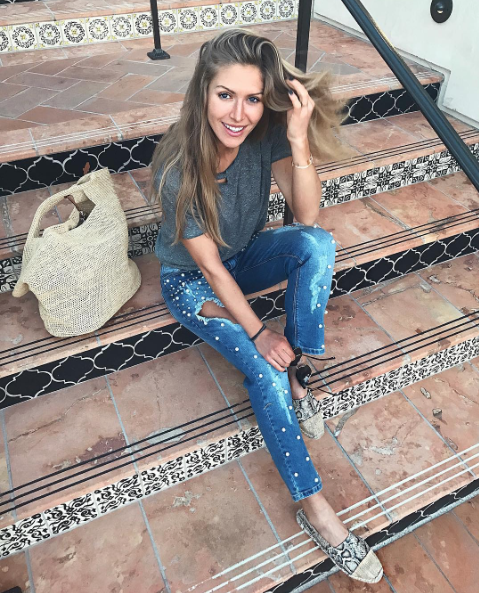 Kavbojke, ki jih nosi Maja Malnar in stanejo 250 $, si lahko narediš za manj kot 10 €! (foto: https://www.instagram.com/majamalnar/)