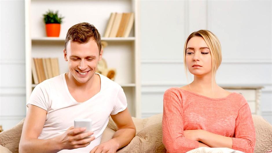 3 znaki, ki kažejo na to, da najbrž nisi edina ženska v njegovem ljubezenskem življenju (foto: Profimedia)