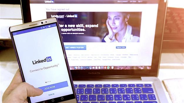 Z omrežjem LinkedIn do sanjske službe (+ kako si narediš OPAZEN profil) (foto: Profimedia)