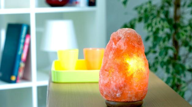 Zakaj je himalajska solna lučka top stvar, ki jo lahko imaš? (foto: Profimedia)