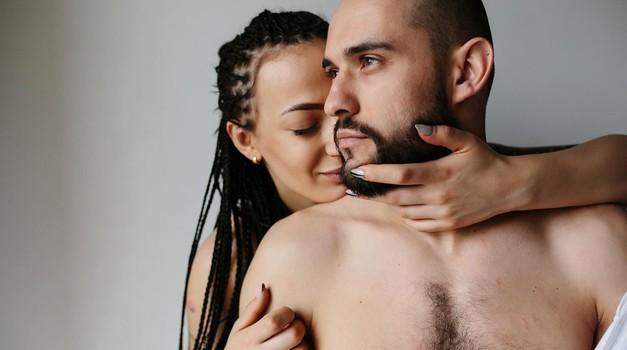 Poglej, kako vrhunsko zadovoljiti moškega z enim dotikom! (foto: Profimedia)