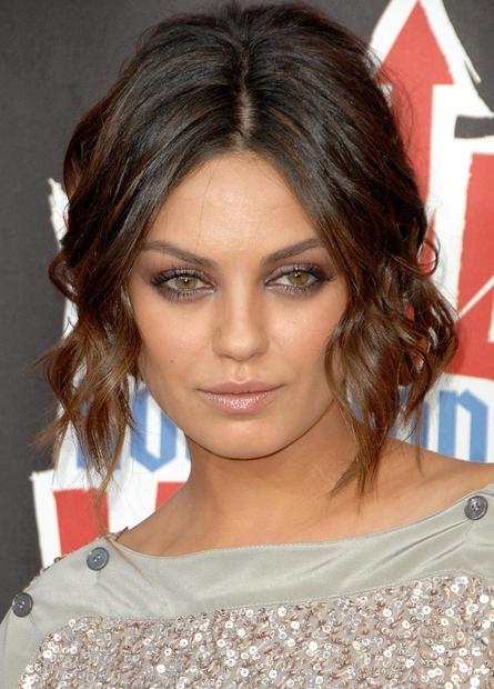 1| Mila Kunis Morda si opazila perfektno oblikovane obrvi in lepo, sijočo kožo te glamurozne igralke, njenih prefinjenih oči, ki …