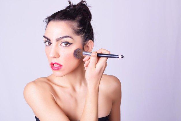 Ličenje: 5 make-up napak, ki te postarajo! (foto: Profimedia)