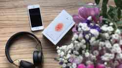 NA TESTU: Naša novinarka je preizkusila iPhone SE, ob katerem v iStyle Slovenija sedaj dobiš še noro stajliš slušalke Beats EP
