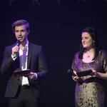 Z voditeljsko taktirko sta mahala mister Slovenije 2016 Tilen Grah in Klavdija Mlekuž. (foto: Luka Brataševec)
