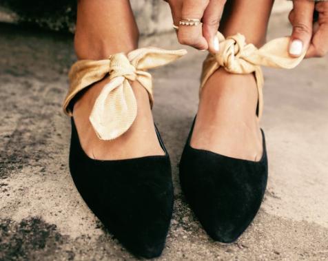 Te čevlje želi imeti vsaka trendseterka (+ izveš, kje kupiti cenejše podobne!) (foto: https://www.instagram.com/sincerelyjules/)