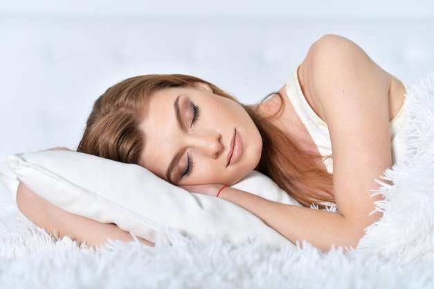Kaj se zares zgodi s tvojim obrazom, ko greš spat z mejkapom? (foto: Profimedia)