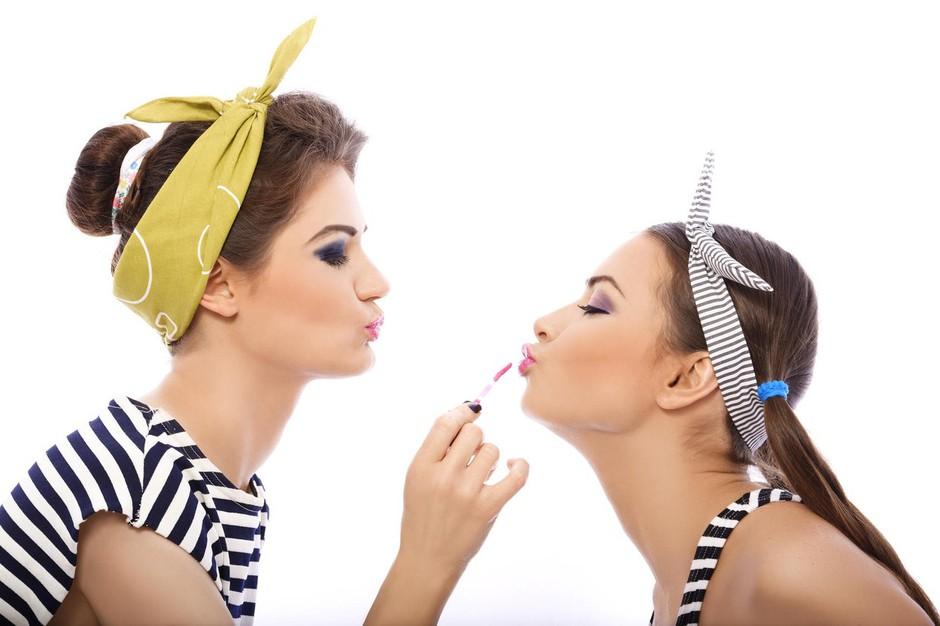 To se zgodi, če svoja ličila posojaš prijateljicam (foto: Profimedia)