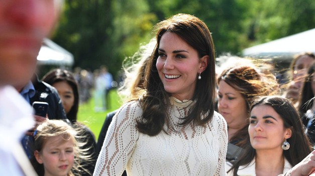 S tem trikom vojvodinja Kate premaga željo po sladkem! (foto: Profimedia)