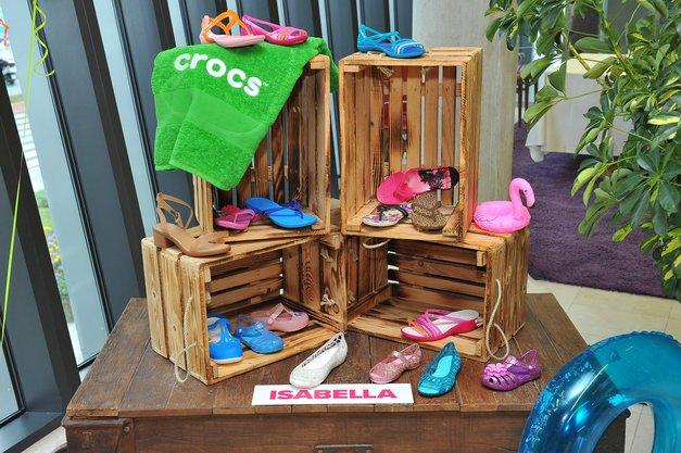Pozabi na klasične Crocsice! Novi modeli so takšni, da jih lahko oblečeš tudi za v mesto (foto: Luna \TBWA)