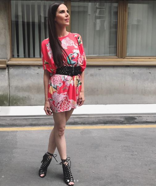 ULA FURLAN, voditeljica in igralka - Ne boji se tvegati z nenavadnimi modnimi kombinacijami, s katerimi nas nenehno navdušuje.