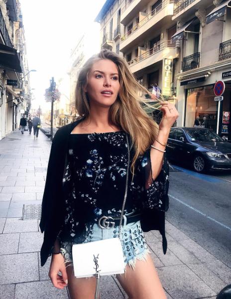MAJA MALNAR, blogerka - Neprestano hiti in modne prestolnice v modno prestolnico in iz modnega trenda v nov trend, zato …