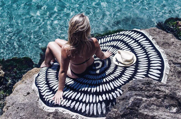 Ta plažni hit leta 2017 preprosto moraš imeti! (+ poglej, kje in za koliko lahko kupiš ta čudovit dodatek) (foto: https://www.instagram.com/thebeachpeople/)