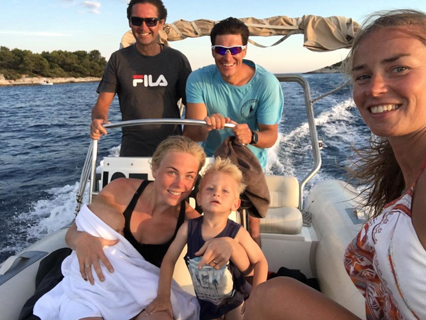 ... Andree Massija. Takole pa so jima na čolnu družbo delali Ivica Kostelić, njegova žena Elin ter njuna sinova Ivan …