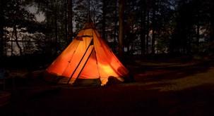 """Top namigi za strasten seks v šotoru: """"Občutek je, kot da seksaš v bubi – tesno in močno"""""""