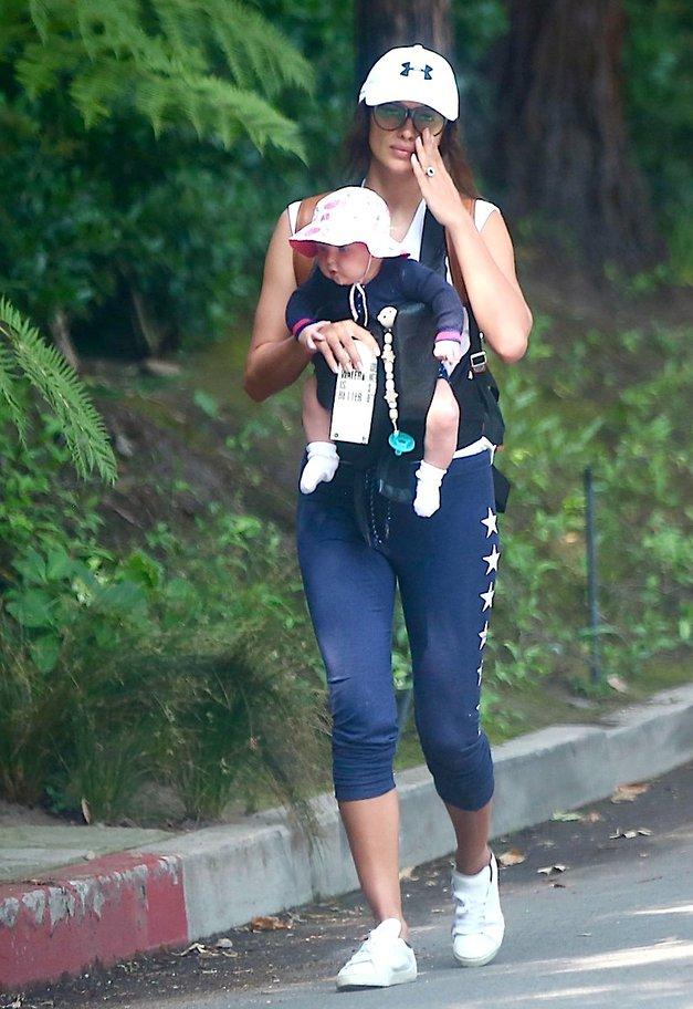 FOTO: Čudovito Irino Shayk prvič 'ujeli' s hčerkico Leo (foto: Profimedia)