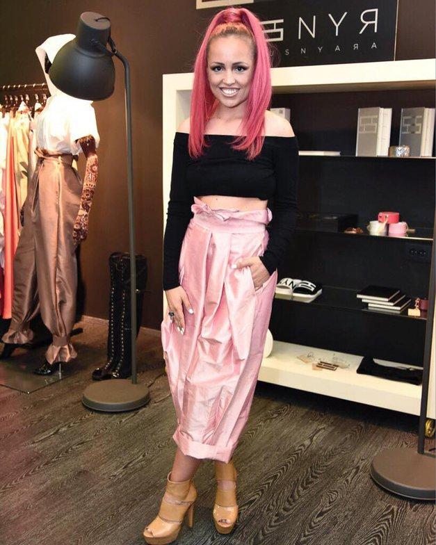 S to prikupno fotografijo je modna oblikovalka Nina Šušnjara čestitala za rojstni dan svoji sestri Maji (foto: Facebook/Nina Šušnjara)