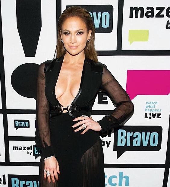 V prihodnjem letu bo Jennifer Lopez pihala 50. svečko, ampak priznajmo si, da ji tega niti slučajno ne bi pripisali, …