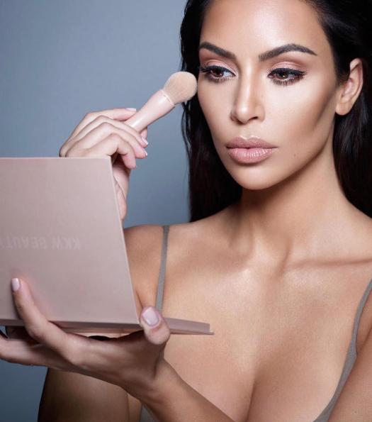 Svet čaka na 22. avgust, ko bo v prodaji nov lepotni izdelek Kim Kardashian! Gre za ... (foto: www.instagram.com/kimkardashian)