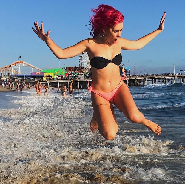 Naša priljubljena pevka se je letos odločila za nekoliko drugačen dopust. Namesto na morje, se je odpravila v Ameriko, kjer …