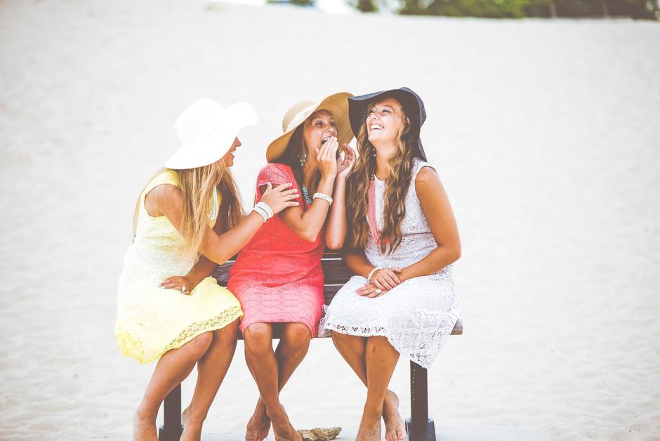 Zakaj najboljši prijateljici ni treba povedati čisto vsega (foto: Unsplash.com/Ben White)