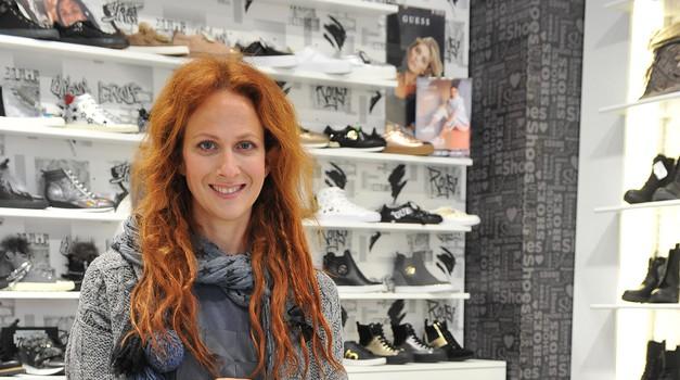 Nika Veger je v svojem izboru izpostavila obutev s perlami, ki je najbolj modni dodatek te sezone. (foto: promocijsko gradivo)