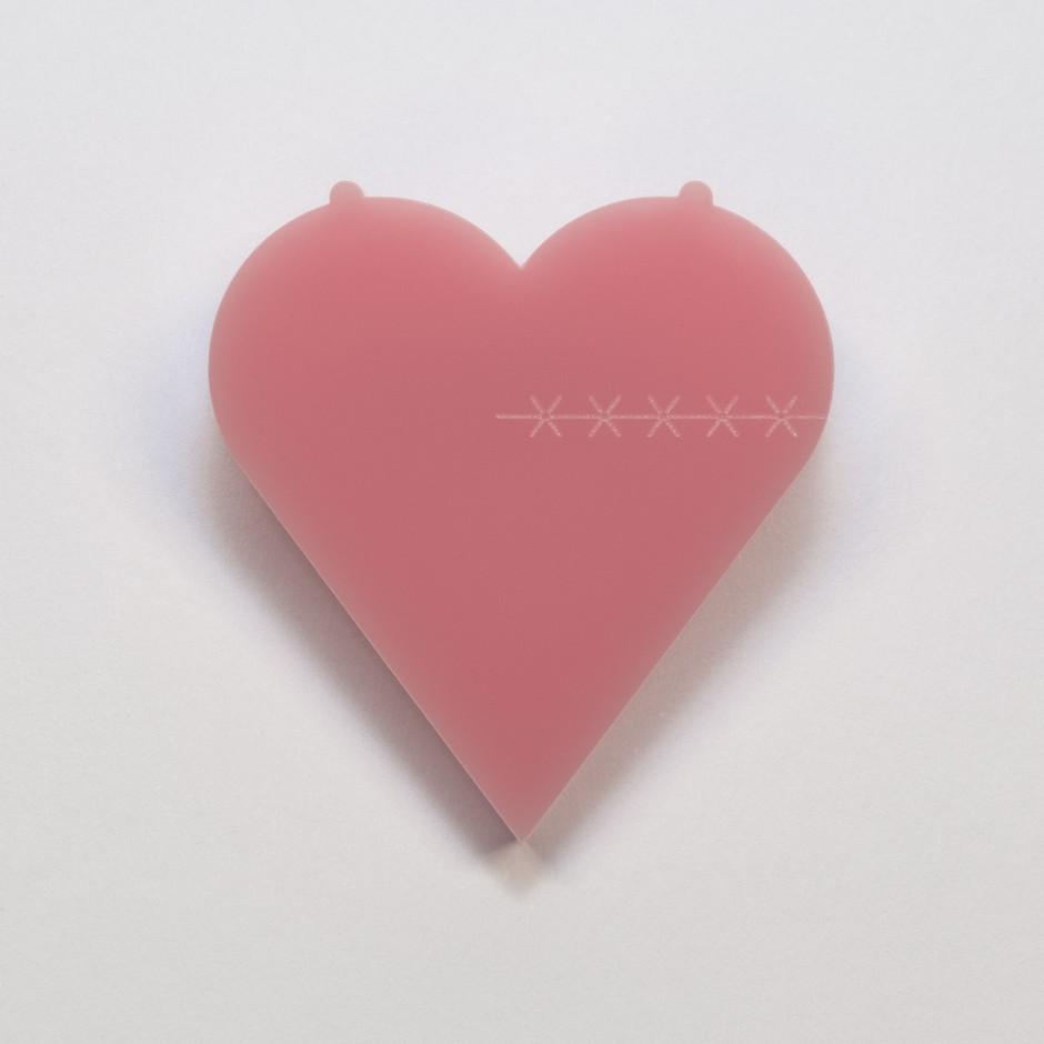 Rožnati oktober:namesto roza pentlje si lahko pripneš srce (foto: promocijsko gradivo)